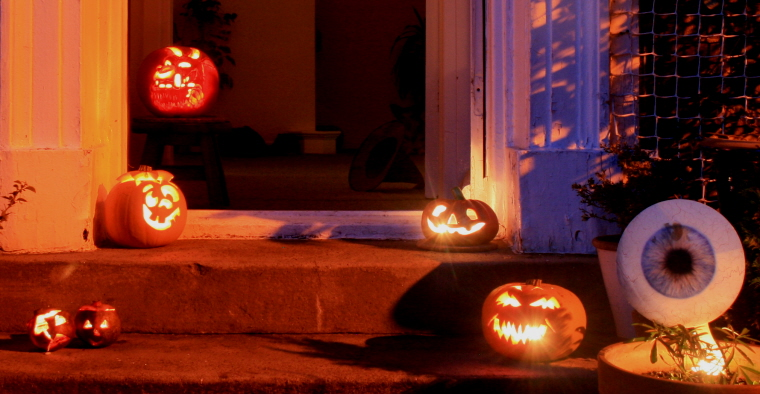 Image of .pumpkins-on-a-doorstep
