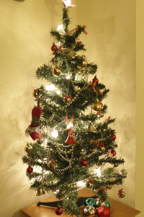 artificial-christmas-tree-decorated-with-lights