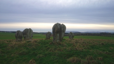 duddo-stone-circle-of-5-stones-standing-on-a-hill-with-mountains-in-background