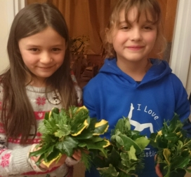 girls-with-evergreen-table-centres